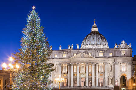 St. Peter Basilica at Christmas in Rome, Italy Archivio Fotografico