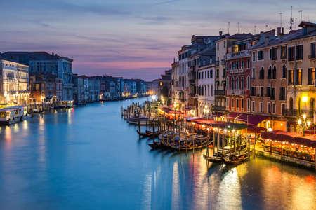 rialto: Amazing sunset over the Grand Canal from the Rialto Bridge in Venice, Italy
