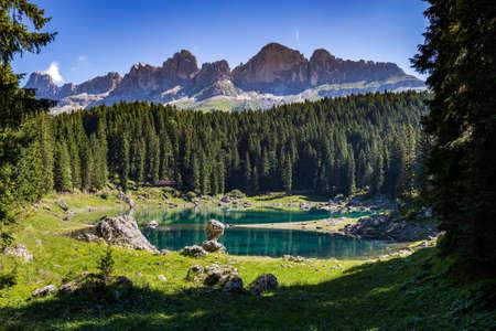 View of Karersee (Lago di Carezza), one of the most beautiful alpine lakes in the Italian Dolomites. Archivio Fotografico