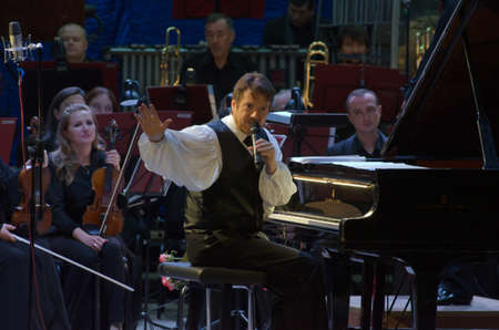 jones: DNIPRO, UKRAINE - OCTOBER 8, 2016: American composer and pianist Calvin Jones and members of the Dnipro Symphonic Orchestra perform at the Philharmonic.