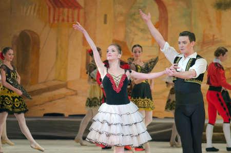 DNIPRO, Ucrania - NOVIEMBRE 5, 2016: Don Quijote de ballet realizado por miembros de la Dnipropetrovsk Opera y Ballet.