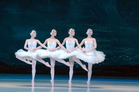 DNIPRO, Oekraïne - 12 juni 2016: SWAN LAKE ballet uitgevoerd door leden van het Dnipropetrovsk State Opera and Ballet Theatre.
