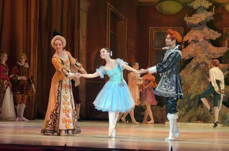 DNIPRO, UCRANIA - 30 DE DICIEMBRE DE, 2016: el ballet Cascanueces realizado por Dnipro Opera y Ballet Teatro del ballet.