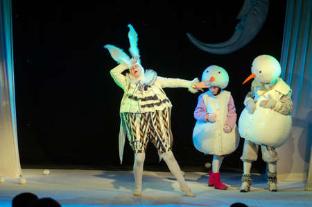 DNIPRO, UKRAINE - MARCH 25, 2017: The Adventures of Snowmen performed by members of the Dnipro Youth Theatre Small Stage. Редакционное
