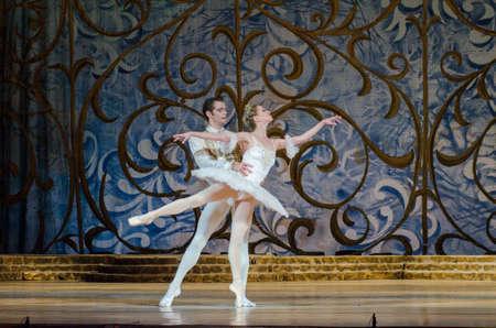 DNIPRO, UCRANIA - 3 DE JUNIO DE 2017: Ballet clásico Belleza durmiente realizada por miembros del Teatro Dnipro Opera y Ballet. Editorial