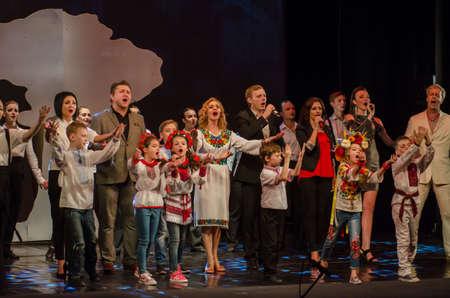 DNIPRO, UKRAINE - 26 JUIN 2017: La comédie musicale Kvitka interprétée par les membres du projet artistique Kvitka Tsisik au State Theatre of Drama and Comedy.