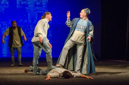 1975 년 9 월 30 일, DNIPRO, UK - 1977 년 9 월 30 일 : 윌리엄 셰익스피어의 '코미디'는 TG 셰브첸코의 이름을 딴 Chernihiv Regional Academic Music and Drama Theatre의