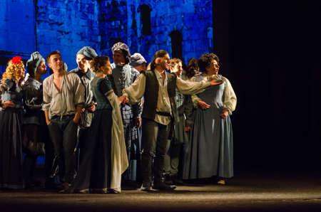 DNIPRO, Oekraïne - 30 september 2017: The Comedy of Errors van William Shakespeare, uitgevoerd door leden van de Regionale Academische Muziek en het Dramatheater van Tsjernihiv, genoemd naar TG Shevchenko. Redactioneel