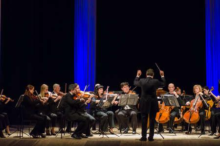 Dmitry Logvin, Ukraina - 12 marca 2018: Orkiestra Kameralna Czterech Pór roku - główny dyrygent Dmitrij Logvin występować w Państwowym Teatrze Dramatycznym. Publikacyjne