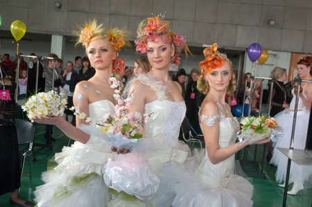 DNEPROPETROVSK, UKRAINE - MARCH 28: Models perform during the Championship on hairdressing, nail aesthetics and make YOUNG TALENTS OF UKRAINE on Mach 28, 2008 in Dnepropetrovsk, Ukraine Éditoriale