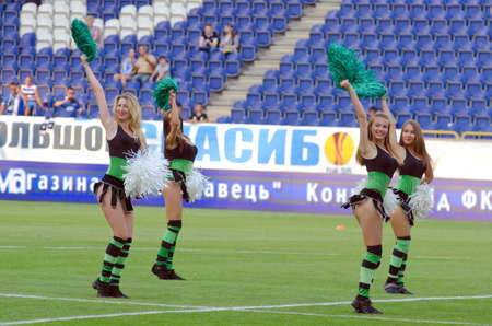 DNIPROPETROVSK, UKRAINE - JULY 26, 2015: Members of the Dance Team Dnipro perform during  the Premier League football match FC Dnipro against FC Chernomorets. 新聞圖片