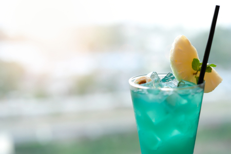 Blurred Cold drink is Green lemon for summer holiday. Banco de Imagens