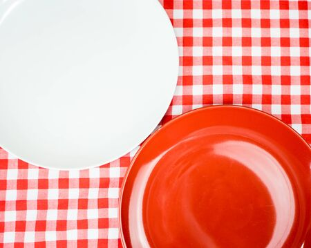 Blank Ceramic plate or dish on dinner table with copy space Reklamní fotografie