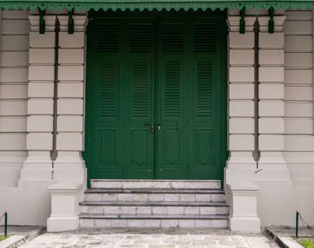 Green door with brick for background 免版税图像