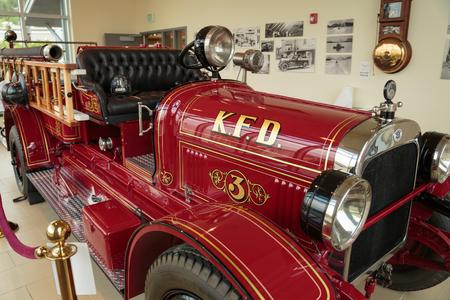 """Ketchikan, AK, USA - 24 mei 2105: Brandweerwagen # 3 te zien in het Ketchikan Brandweer. Verkocht in 1925, heeft de Seagrave Pumper een bijnaam """"Oma"""", en wordt nog steeds aangedreven in lokale parades."""