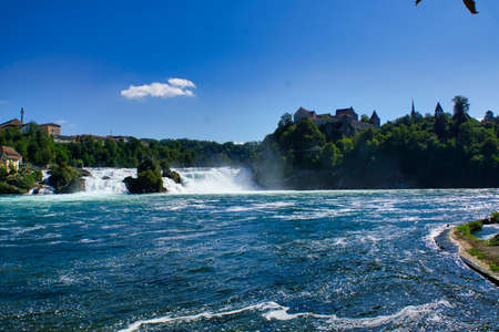 the famous rhine falls in the swiss near the city of Schaffhausen - sunny day and blue sky Banque d'images