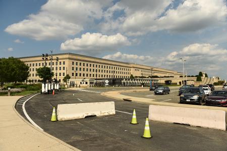 Washington, DC - 01 de junio de 2018: Barreras de seguridad frente al edificio del Pentágono, sede del Departamento de Defensa de Estados Unidos.