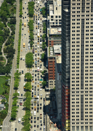 New York, USA - 26 mai 2018: vue de dessus sur les voitures en route dans la rue de Manhattan à New York City