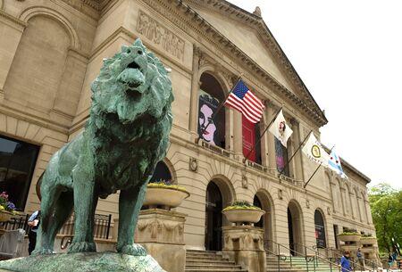 Chicago, Estados Unidos - 05 de junio de 2018: Escultura de León frente al Instituto de Arte de Chicago. Editorial