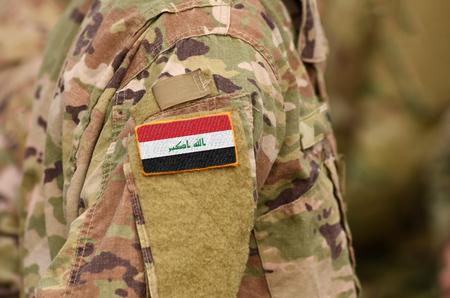 Irak-Flagge auf Soldatenarm. Irakische Truppen (Collage).