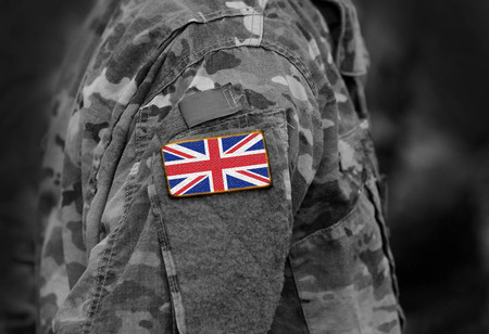 Flag of United Kingdom on soldiers arm. Flag of UK on military uniforms (collage). Banque d'images - 117774875