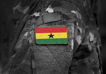 Flagge von Ghana auf Militäruniform. Armee, Truppen, Soldaten, Afrika, (Collage).