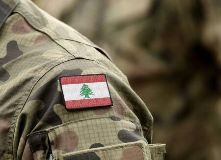 Drapeau du Liban sur l'uniforme militaire (collage).