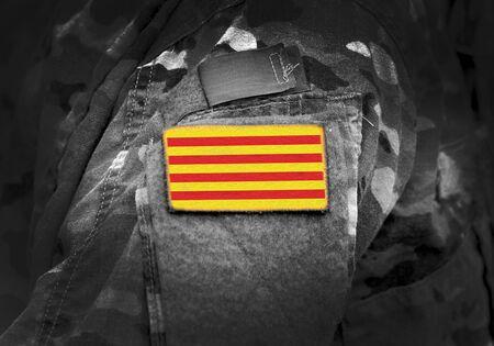 Bandera de Cataluña (Senyera) en uniforme militar. Collage.