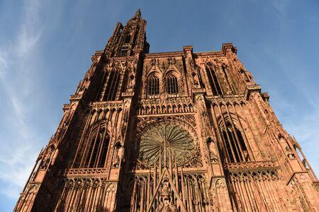 Straßburger Münster oder die Kathedrale Unserer Lieben Frau von Straßburg (Kathedrale Notre-Dame de Strasbourg) in Straßburg, Frankreich. Standard-Bild