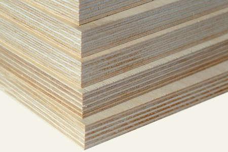 Fußboden Aus Sperrholz ~ Sperrholz gestapelt auf betonboden bereit für den bau lizenzfreie