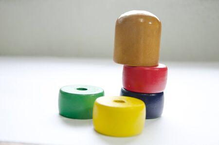 Wooden japan Spielzeug mit wei�em Hintergrund