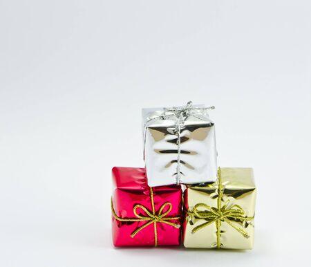 Geschenkschachteln isoliert auf wei�em Hintergrund