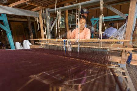 weaving: Traditional Weaving Editorial