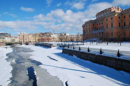 Russia. Saint-Petersburg. View of the Neva embankment in early spring. Standard-Bild