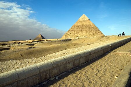 Egypt. Giza. View of the Hefren and Mikerin pyramids. Standard-Bild