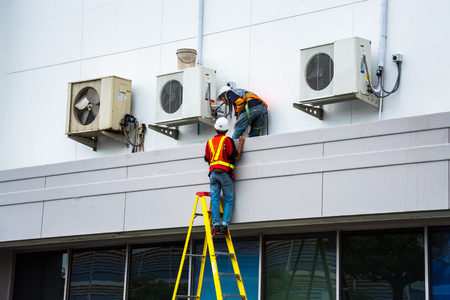 Air Conditioning Technician onderhoudt airconditioners.
