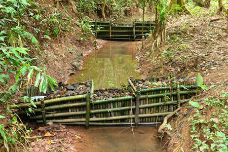 Compruebe la presa en un bosque profundo, parque nacional de Khaoyai Tailandia Foto de archivo - 70340594