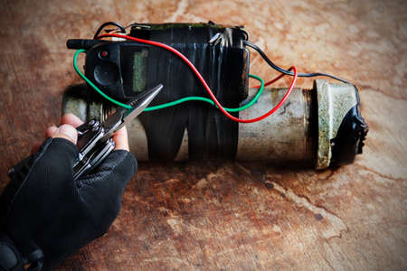 Steel pipe explosive with hand hold wire cutter tool for cutting green wire of IED:Stop the Bomb.