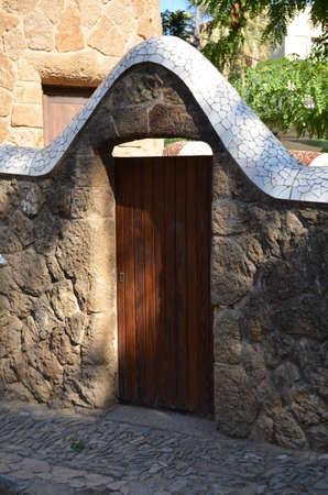 arcuate: Porta ad arco in pietra