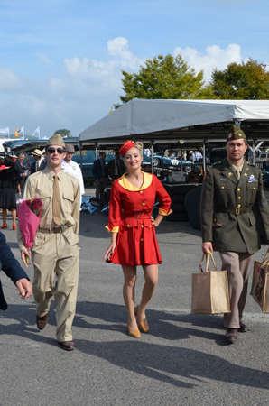vestidos de epoca: Espectadores Goodwood Revival vestidos con trajes de �poca.