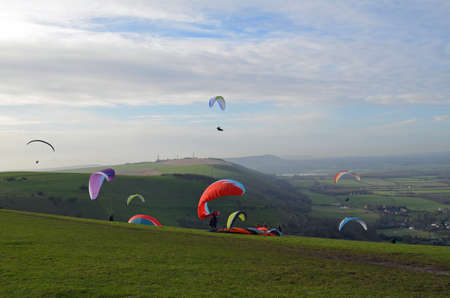 sussex: Paragliding above the Sussex Southdowns hill range. Stock Photo