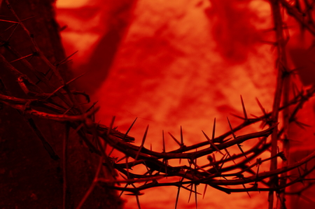 blood red crown of thorns close up with old wooden beam on cloth 스톡 콘텐츠