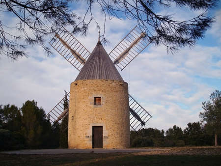 oc:  windmill in the south of France  Venejan, langue d oc rousillon