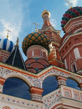 red square moscow: La c�pula de la Catedral de San Basilio - Plaza Roja, Mosc� en d�a soleado Foto de archivo