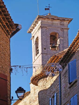clocher � Chateauneuf-du-Pape, dans le sud de la France