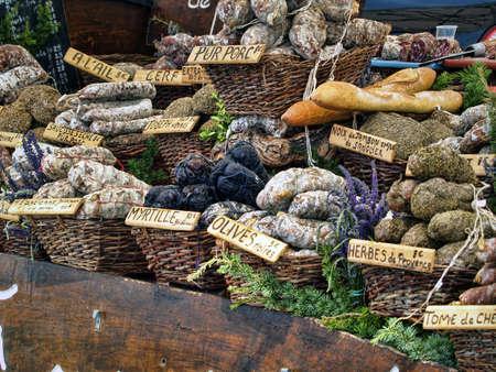 charcuter�a: Salchichas en un mercado franc�s