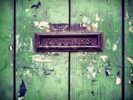 lettre: mailbox On the Old green door