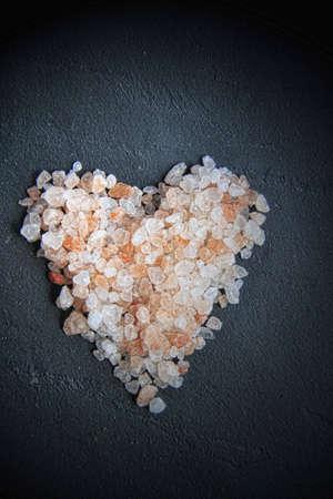 Sel de l'Himalaya - gros cristaux roses et orange, en forme de c?ur
