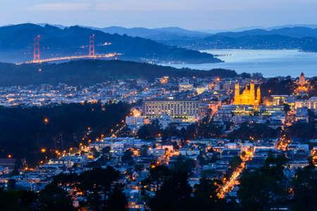 Golden Gate et Eglise de Twin Pic