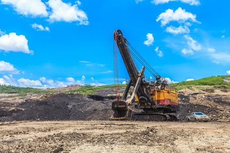 mining truck: pala eléctrica en la minería del carbón TAILANDIA Foto de archivo